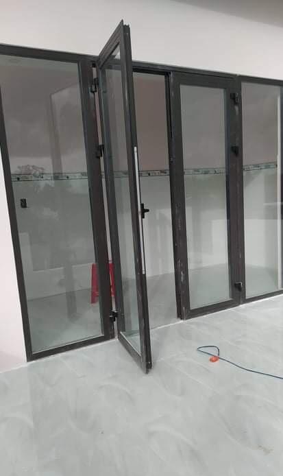 Mẫu cửa nhôm PMA mở quay đơn giản