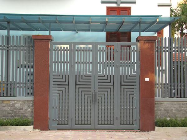 Cổng ngõ 4 cánh xám khung vuông đơn giản