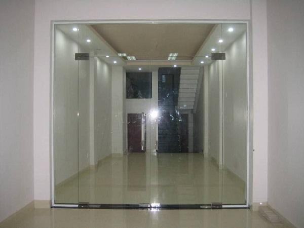 Đặc điểm của cửa kính bản lề