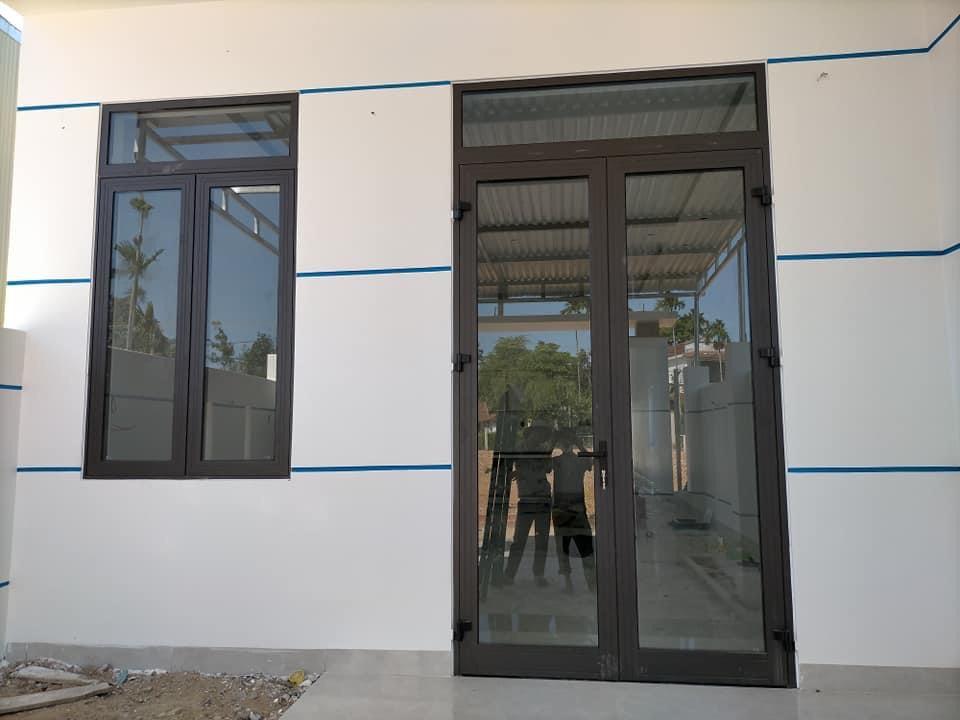 Bộ cửa đi và cửa sổ nhôm xingfa 2 cánh hiện đại