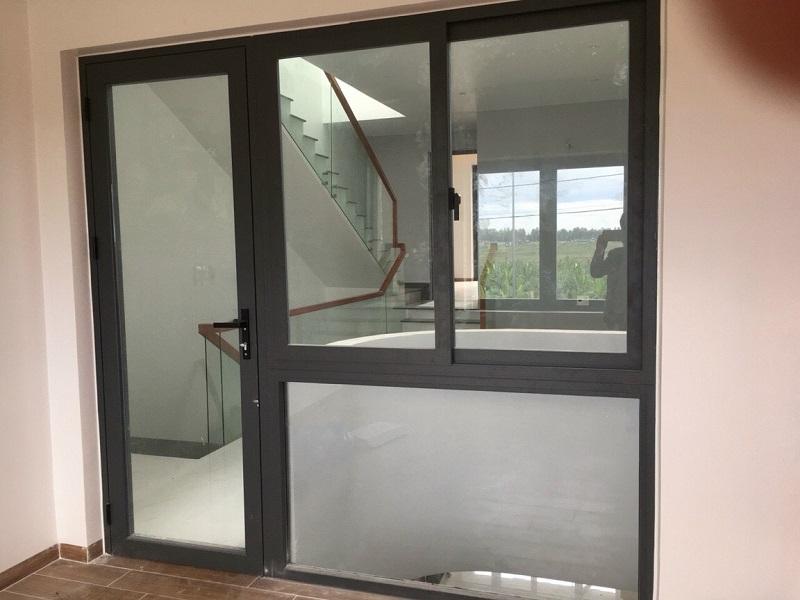 Bộ cửa đi và cửa sổ nhôm xingfa đẹp, đơn giản