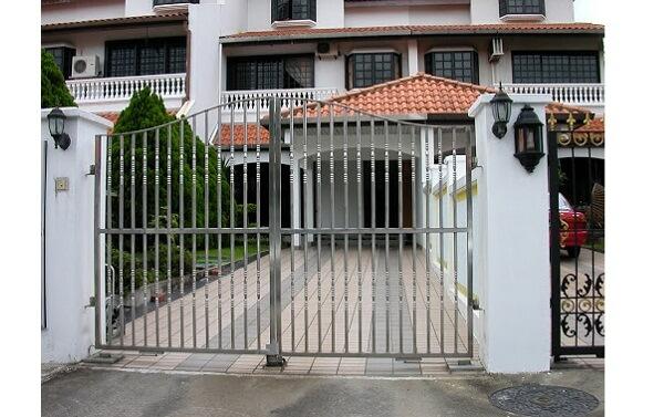 Mẫu cổng nhà bằng inox 304 chắc chắn cho biệt thự