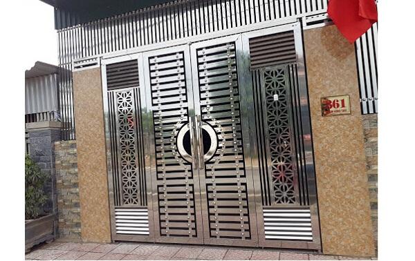 Mẫu cổng nhà bằng inox 4 cánh kín đáo an toàn