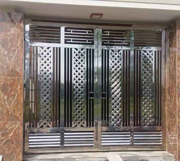 Cửa cổng 4 cánh nhà cấp 4