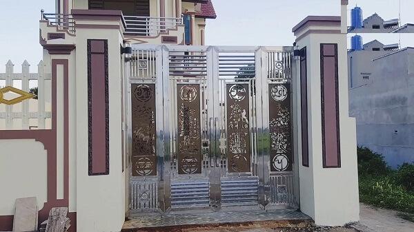 Mẫu cổng inox 4 cánh cho nhà lầu sang trọng