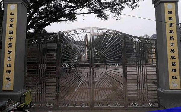 Cổng ngõ chùa 4 cánh bằng inox 304