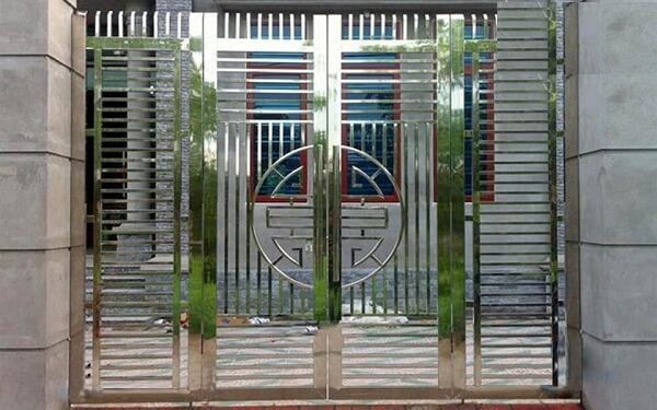 Cửa cổng nhôm đơn giản thoáng đãng có độ bền theo thời gian