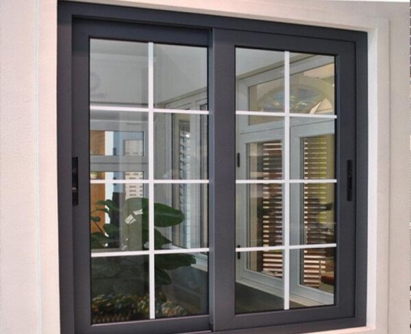 Cửa sổ nhôm kính có ô chia ô vuông đẹp mắt