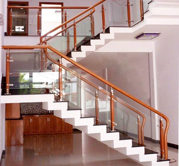 Cầu thang kính tay vịn gỗ, càu thang thẳng dễ thi công