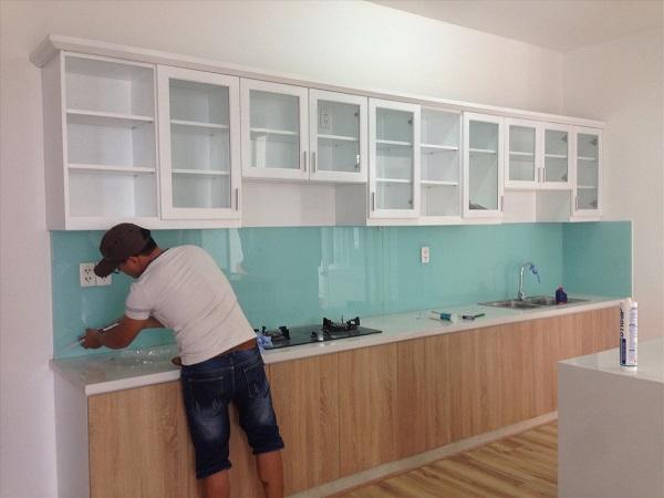 Phòng bếp trở nên đẹp khi dùng kính cường lực