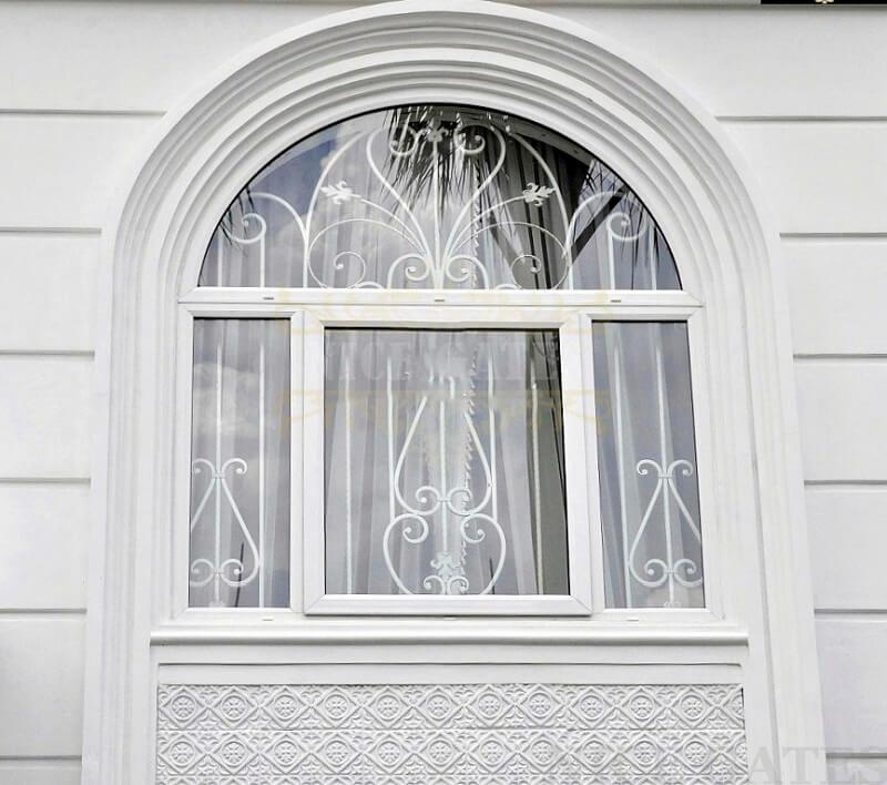 Khung bảo vệ cửa sổ sắt bằng thanh dọc và hoa sắt uốn cong