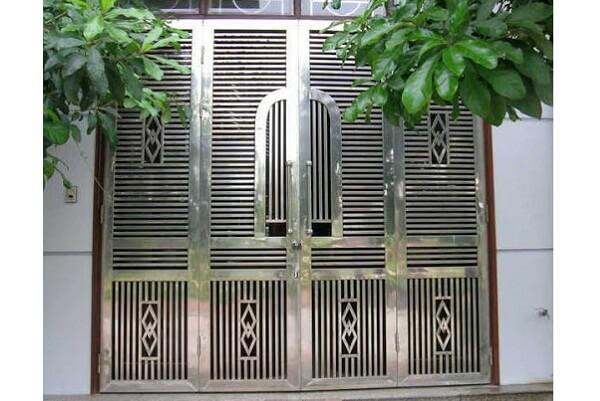 Hoàn thành bộ cổng nhà bằng inox 4 cánh tại Quảng Ngãi