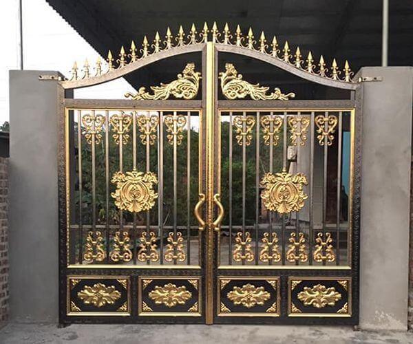 Cổng ngõ inox được sơn mạ màu đồng độc đáo