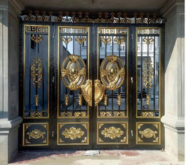 Bộ cổng inox mạ được tạo ra bởi những nghệ nhân giỏi