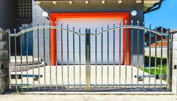 Xem xét kỹ trước khi lắp đặt để có bộ cổng nhà ưng ý