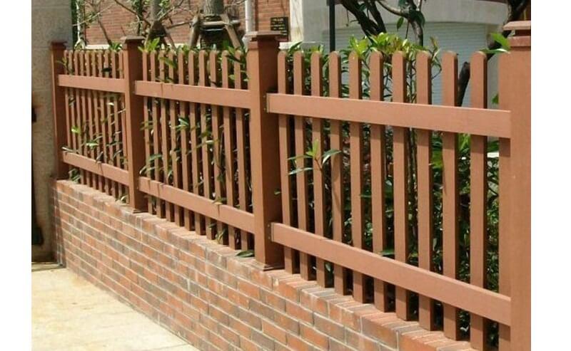 Hàng rào gỗ thường gặp ở các quán cafe
