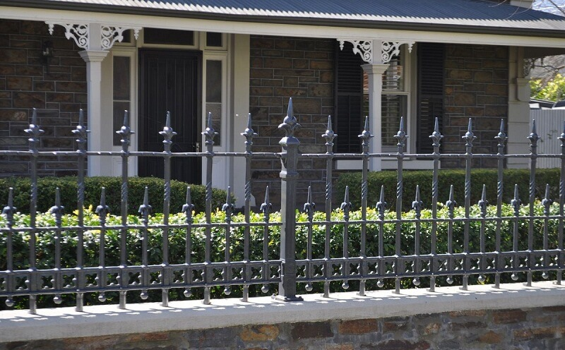 Lựa chọn chiều cao hàng rào phù hợp để tiết kiệm chi phí