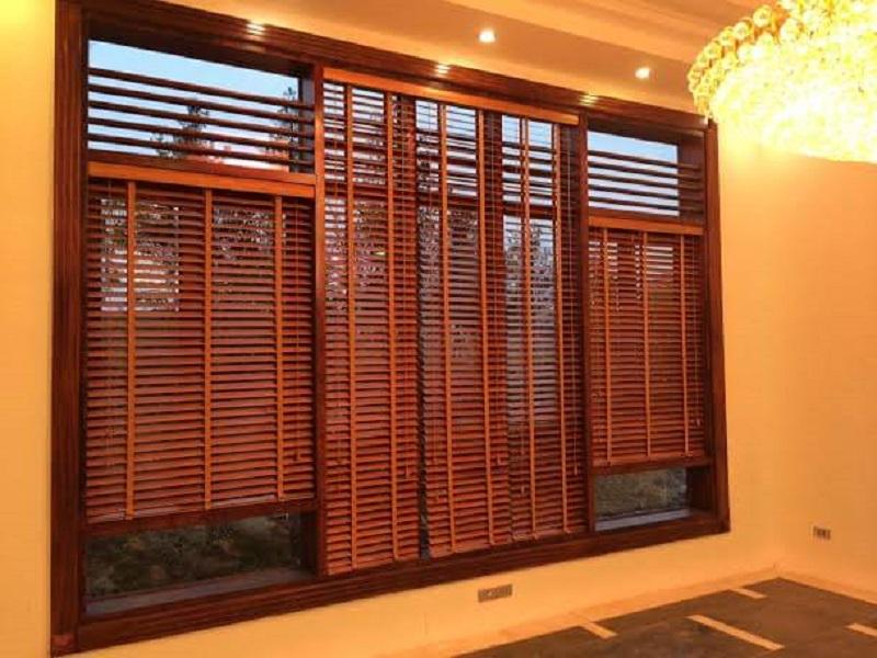 Thi công khung cửa sổ gỗ cho nhà hiện đại