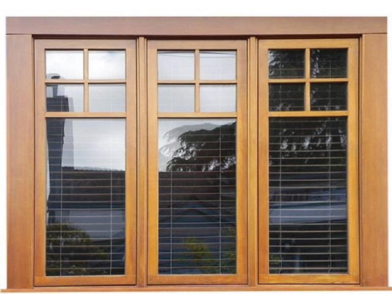 Mẫu khung cửa sổ gỗ sang trọng 3 cánh