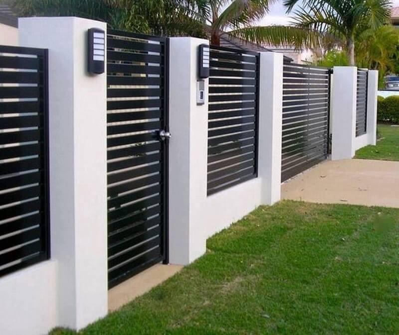 Mẫu hàng rào sắt với các chân tường bê tông vững chắc