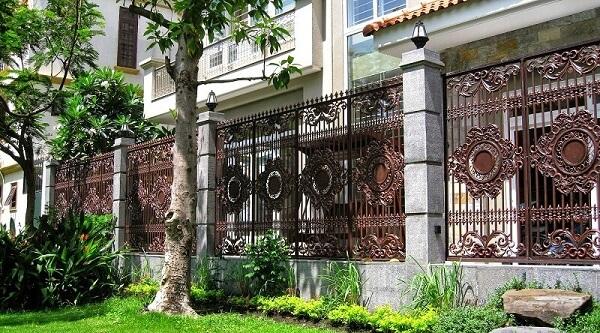 Mẫu hàng rào nhôm đúc chắc chắn, tạo vẻ đẹp hoàn hảo cho ngôi nhà