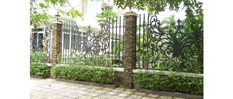Hàng rào mỹ thuật cách điệu cho nhà ở