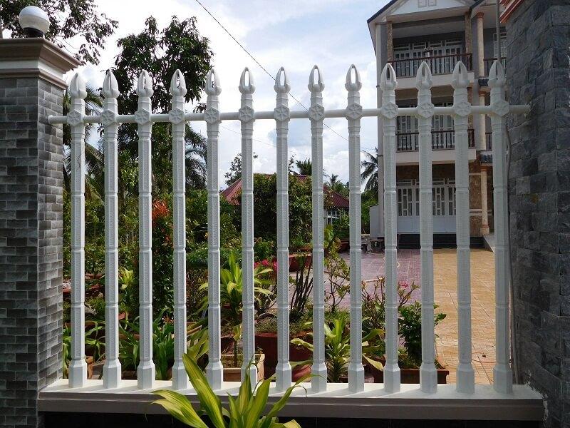 Hàng rào bê tông ly tâm vững chắc và có tính thẩm mỹ cao