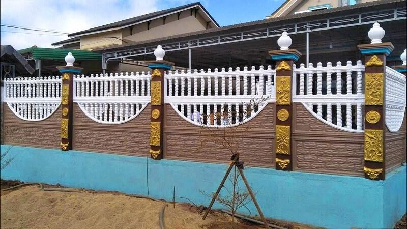 Mẫu hàng rào bê tông thoáng phần trên với chân tường vững chắc