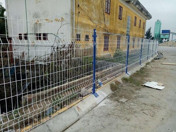 Hàng rào sắt đơn giản cho nhà vùng nông thôn