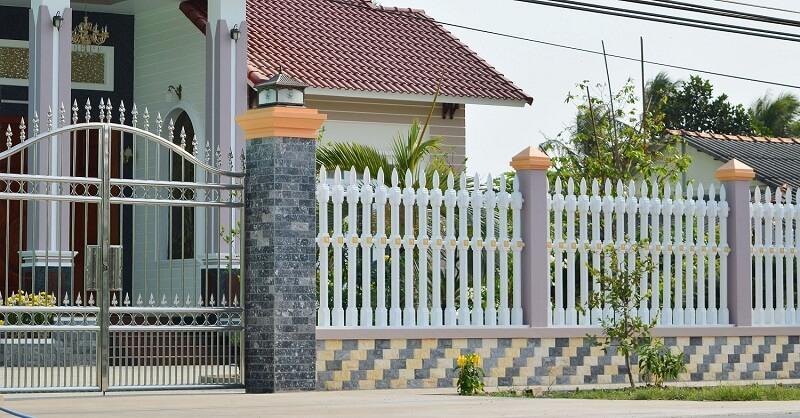 Hàng rào thanh sắt sơn tĩnh điện trắng đẹp mắt