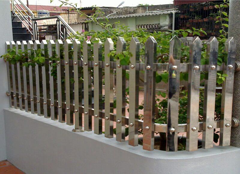 Hàng rào inox thanh lớn vững chắc bền bỉ