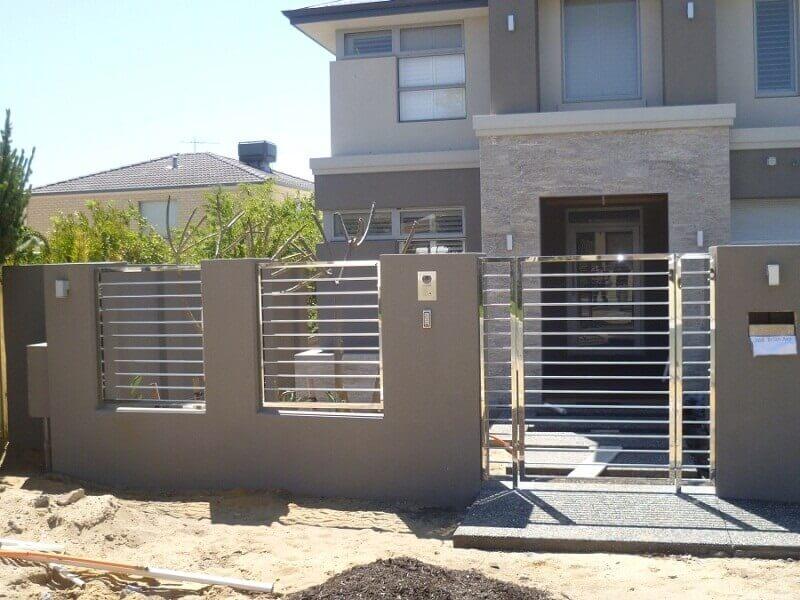 Hàng rào inox cho nhà kiểu mới với tông màu bê tông tệp với tường