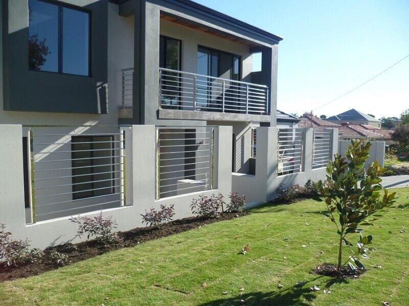 Hàng rào inox kết hợp tường bê tông an toàn tuyệt đối