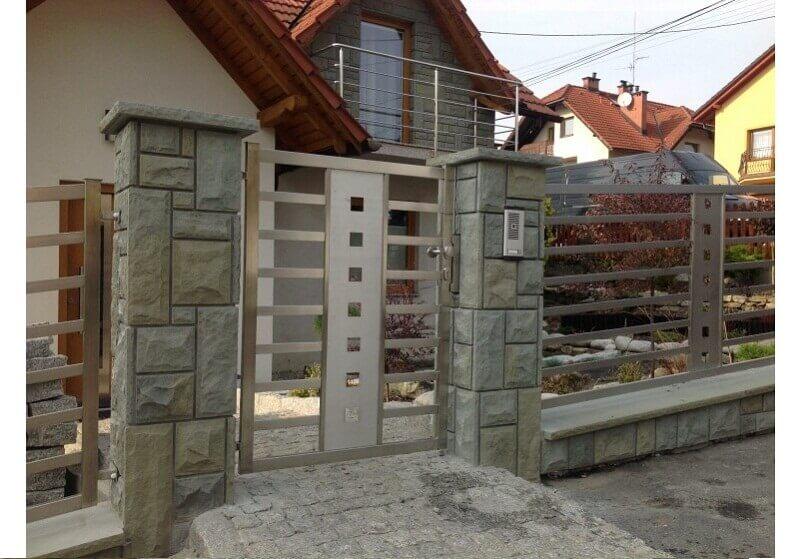 Hàng rào inox cùng tường ốp đá sang trọng