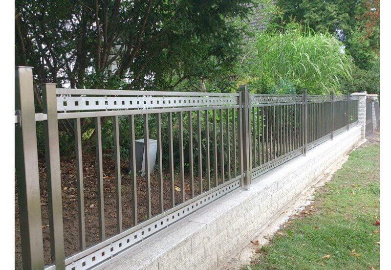 Mẫu hàng rào inox khung vuông an toàn