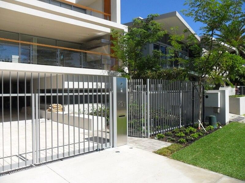 Mẫu cổng và hàng rào inox cho nhà biệt thự