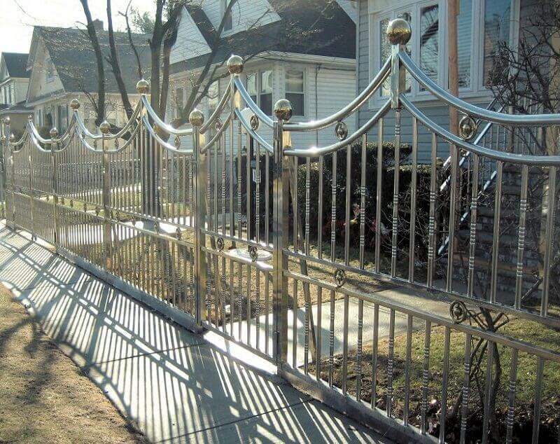 Hàng rào inox có thiết kế với những họa tiết mỹ thuật đẹp mắt