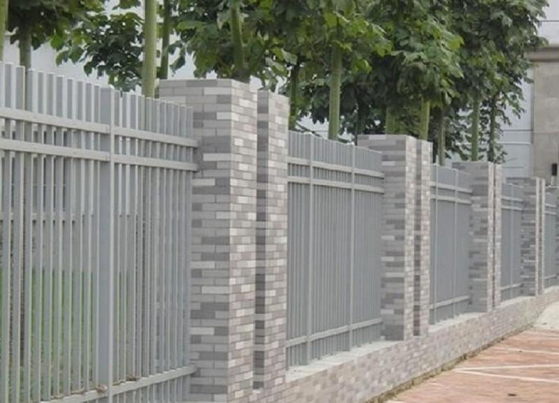 Hàng rào sắt đơn giản nhưng chắc chắn