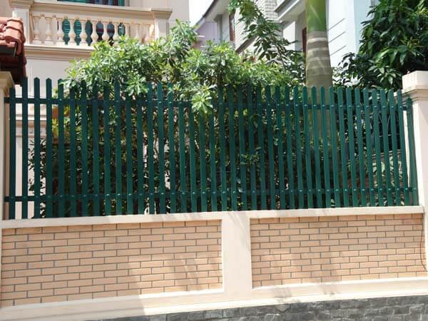 Mẫu hàng rào sắt sơn màu khác biệt