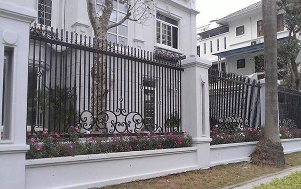 Mẫu hàng rào sắt nâng tầm đẳng cấp ngôi biệt thự
