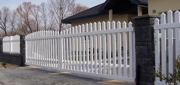 Mẫu hàng rào sắt phù hợp ngôi nhà cổ kính