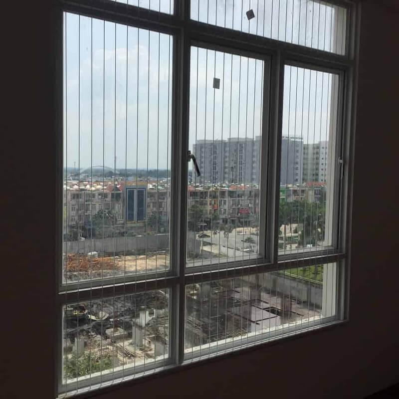 Mẫu khung bảo vệ cửa sổ cao trên tầng