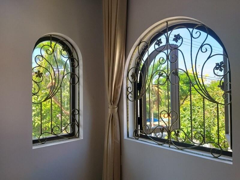 Mẫu khung bảo vệ cửa sổ uốn cong mềm mại