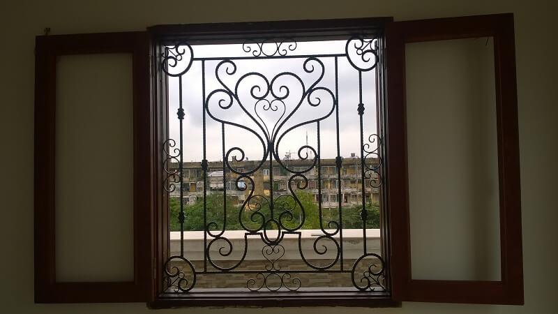 Mẫu khung bảo vệ cửa sổ uốn hình hoa sen