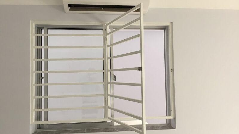 Khung bảo vệ cửa sổ có thể đóng mở thoát hiểm