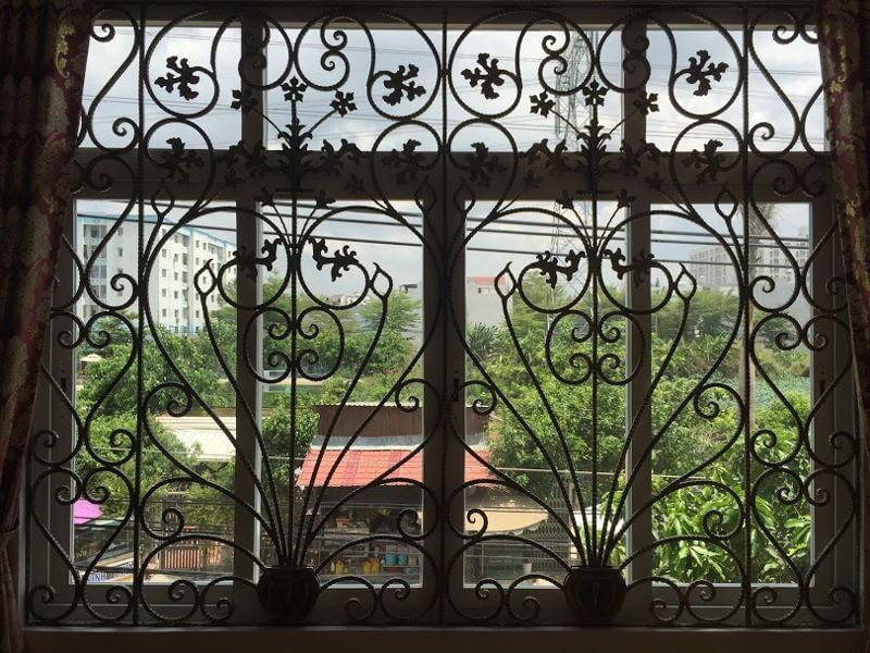 Mẫu khung bảo vệ cửa sổ phong cách cổ điển