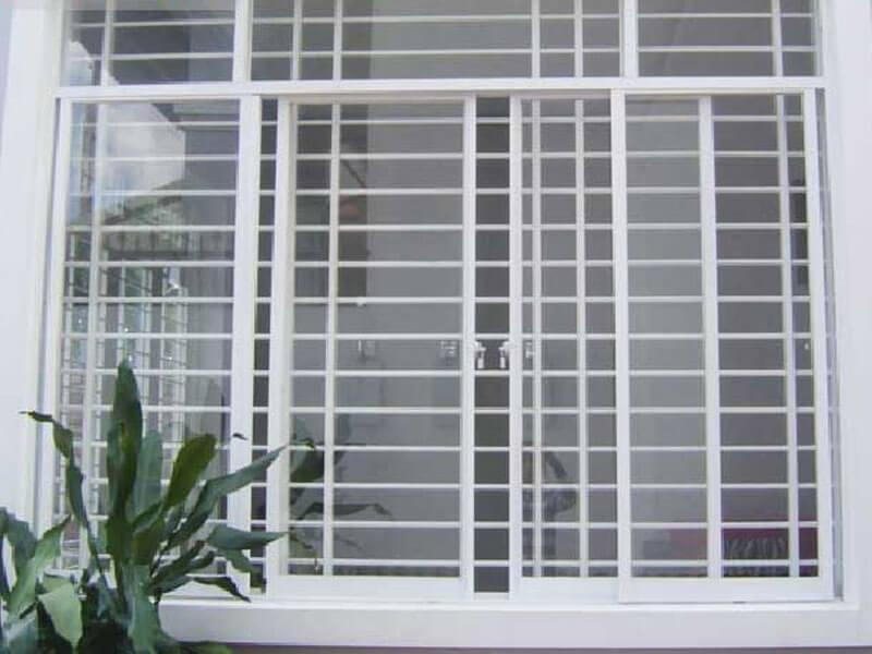 Mẫu khung bảo vệ cửa sổ sắt màu trắng sang trọng