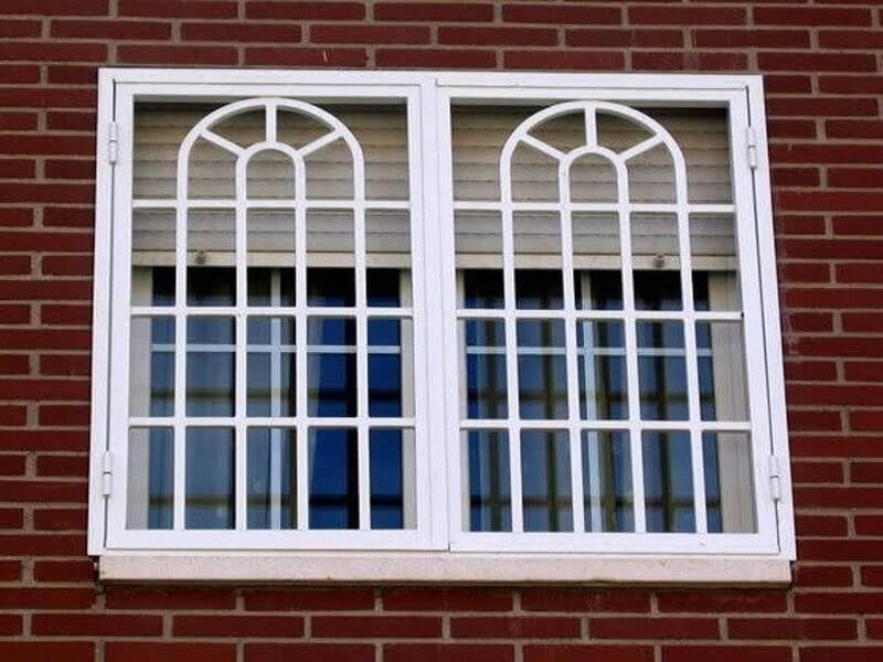 Mãu khung bảo vệ cửa sổ sắt phù hợp với tường gạch đơn giản