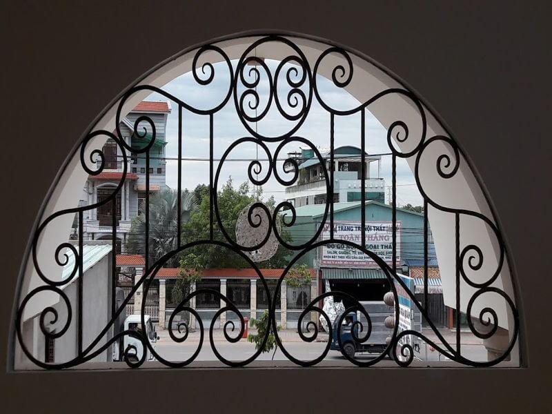 Mẫu khung bảo vệ cửa sổ sắt hình vòng cung
