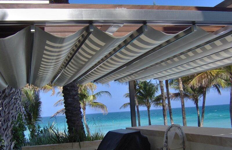 Mẫu mái che di động ở resort gần biển